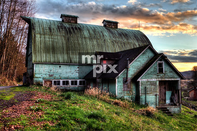 Old Green Dairy Barn - photo: © michael moore - MrPix.com