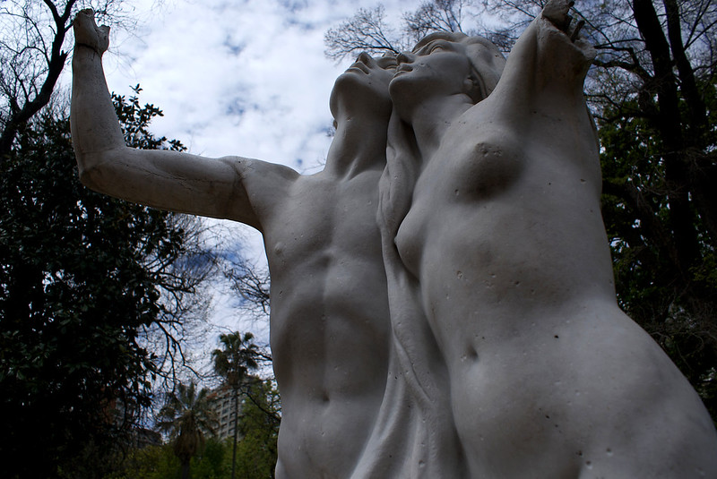 BUENOS AIRES. BOTANICAL GARDEN. SCULPTURES WITH BROKEN ARMS.