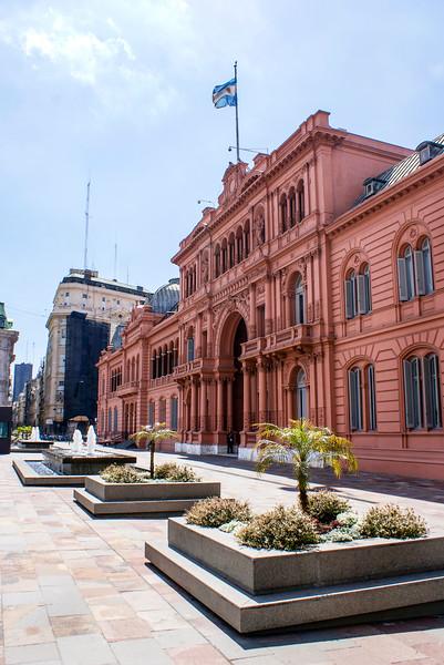 BUENOS AIRES. FACADE OF CASA ROSADA. PLAZA DE MAYO (MAY SQUARE).