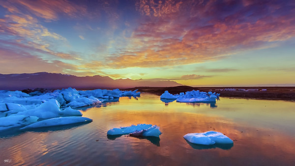 Sunrise at jokulsarlon