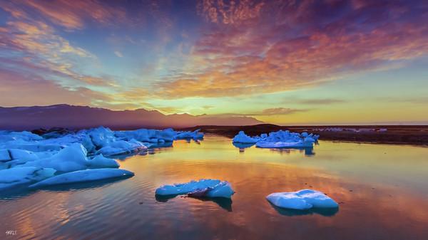 Sunrise at jokulsarlon