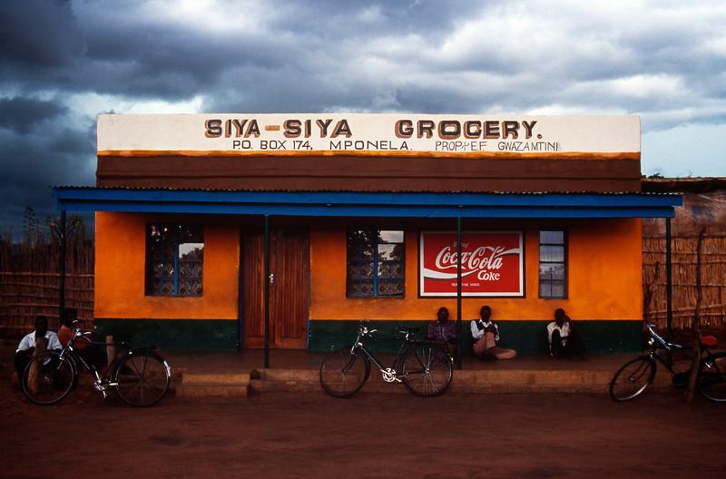 Mponela, on the way to Zambia, Malawi (1994) © Copyrights Michel Botman Photography