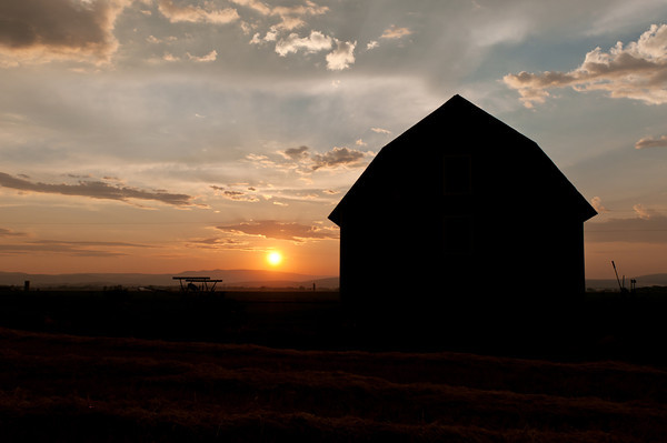Kittitas Valley barn at dawn