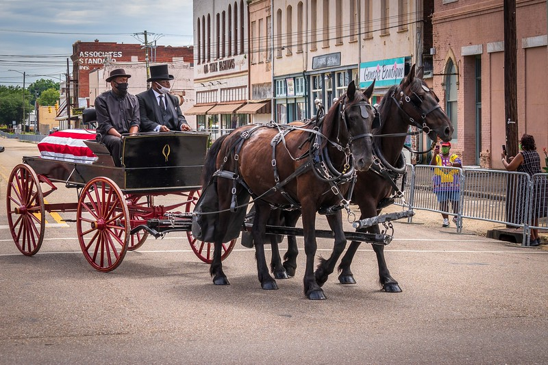 Memorial wagon carries the casket of John lewis toward the Edmund Pettus Bridge for his final jubilee on July 26, 2020