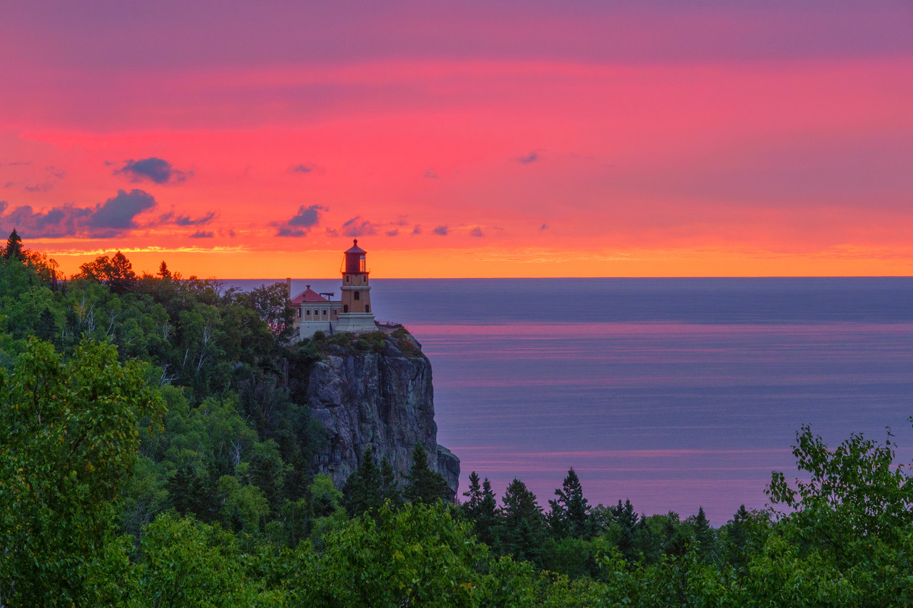 Sunrise Split Rock Lighthouse 001