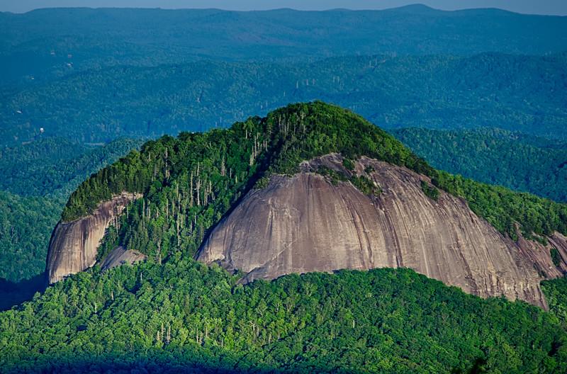 looking glass rock mountain in north carolina