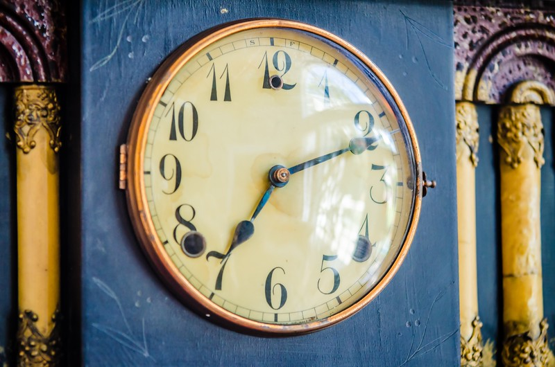 old vintage classic sheld clock