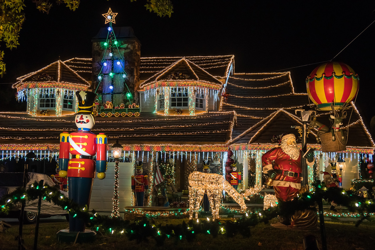 Lights are everywhere on this house on Thoroughbred - Holiday Lights On Thoroughbred Street €� Neighborhood Travels