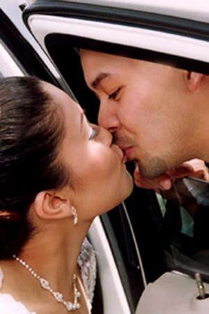 kiss through car window