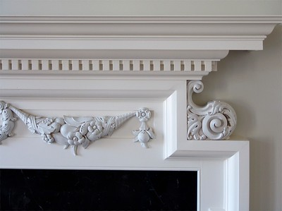 Mantel detail in primer