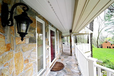 Single House in Farmington, CT