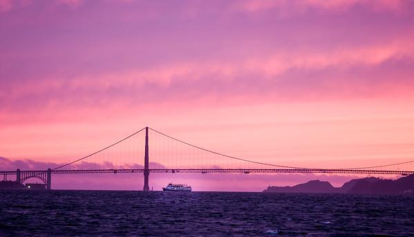 Beautiful sunset on the Golden Gate Bridge in San Francisco