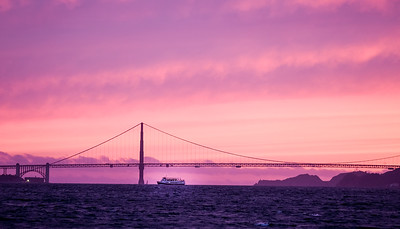 Beautiful sunset on the Golden Gate Bridge in San Francisco