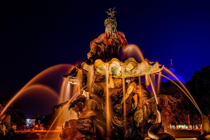 <strong>Neptunbrunnen</strong>