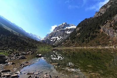 The Balaitous (3144) reflecting into the Lac de Suyen (1536 m) - Vallon d'Arrens, Pyrénées, April 2006