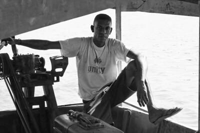 Sur le bac - Madagascar 2005