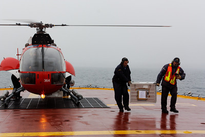 Unloading - MALINA cruise, Beaufort Sea, August 2009