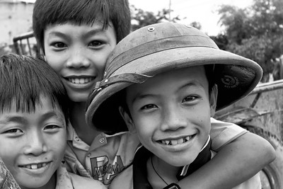 Smiling faces - Ninh Bình Province, Vietnam, July 2006