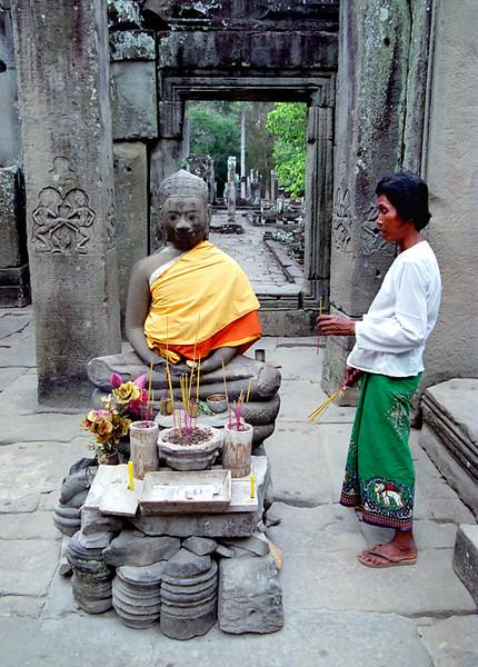 Angkor Thom, Bayon Temple, incence
