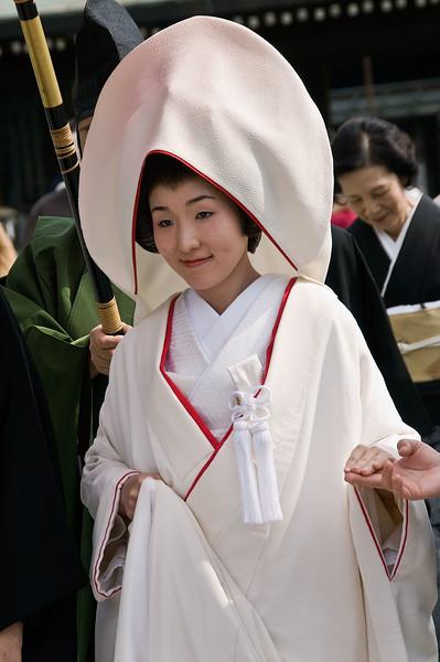 Tokyo, Meiji Shrine, bride