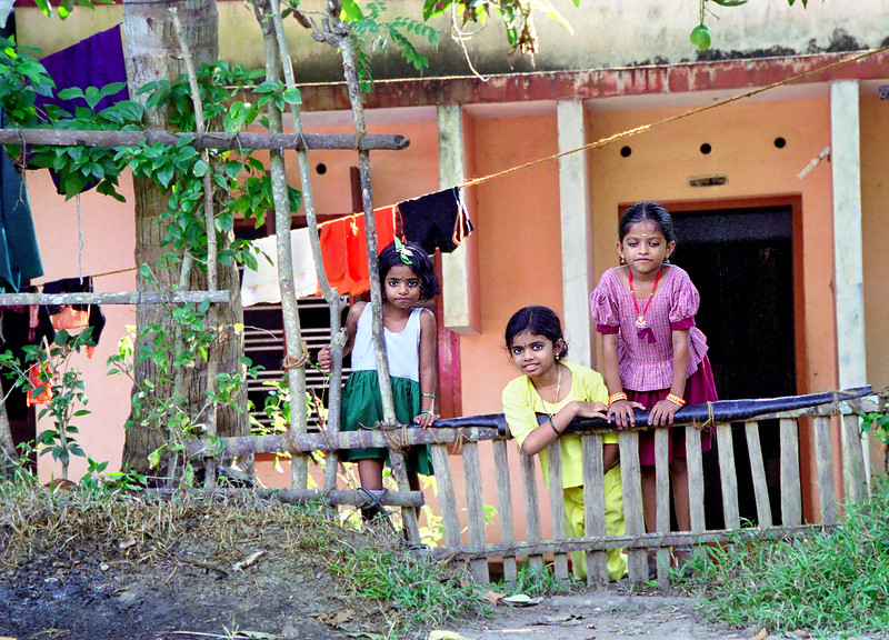 Kerala, backwaters, kids at home
