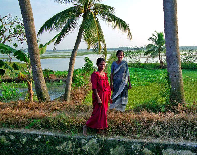 Kerala backwaters, women out for a stroll