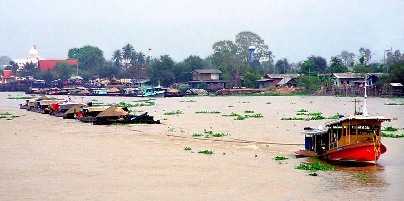 Bangkok tow boat scene