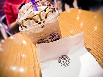 18th Sept 2011   The day where I enjoyed my last cup of Ice-Blended Hazelnut from The Coffee Bean with family while waiting for departure. :|