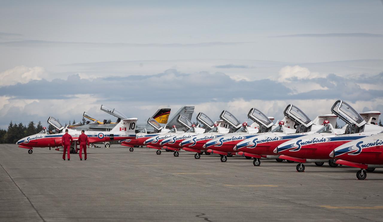 CF Snowbird Solos walk towards jets
