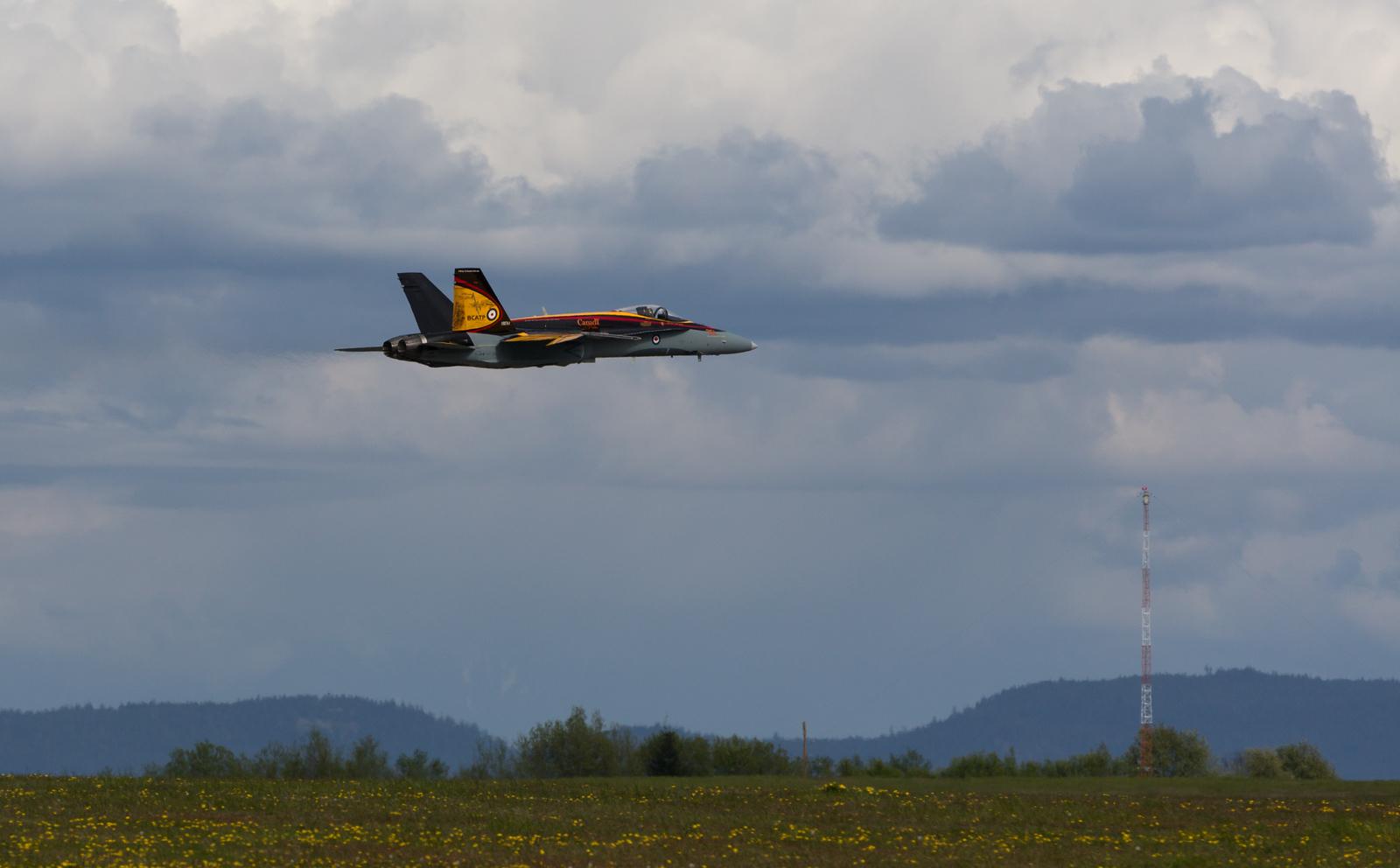 CF-18 2016 demo jet take-off at 19 wing