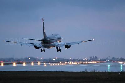 737 Final Approach, MIA Runway 26R | Miami, FL Canon EOS 20D | Canon EF 70-200 f/4 L USM1/60s | f/4 @ 200mm | EC +1/3 | ISO 800
