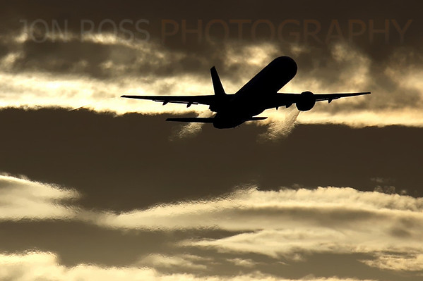 757 Departure, FLL Runway 9L | Ft. Lauderdale, FL Canon EOS 5D Mark I | Canon EF 100-400mm f/4.5-5.6 L IS USM1/800s | f10 @ 400mm | EC -1 | ISO 100