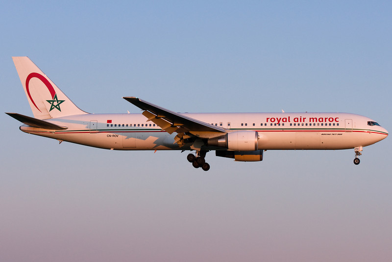 Royal Air Maroc 767 on final for 24R at Montreal.