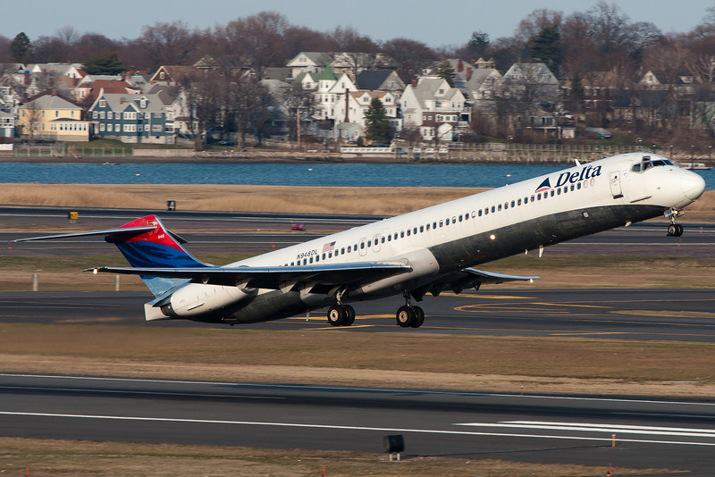 This Delta MD-88 rockets out of Logan Airport. Almost like an Oldsmobile.