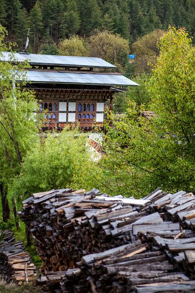 BHUTAN. BUMTHANG. BHUTANESE HOUSE AND GARDEN.