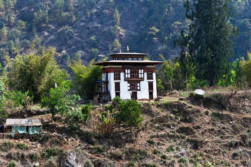 BHUTAN. ROAD FROM PUNAKHA TO BHUMTANG.