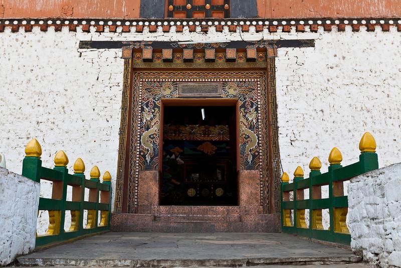 PARO RINPUN DZONG. ENTRANCE GATE.