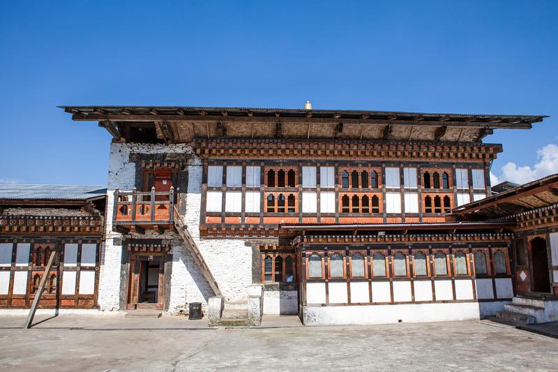 DRAMETSE GOEMBA MONASTERY WITH MONKS SCHOOL. EAST BHUTAN. [2]