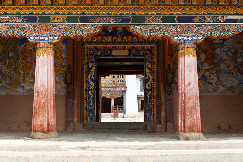 GANGTEY GOEMBA MONASTERY. ENTRANCE GATE. PHOBJIKHA VALLEY. CENTRAL BHUTAN.