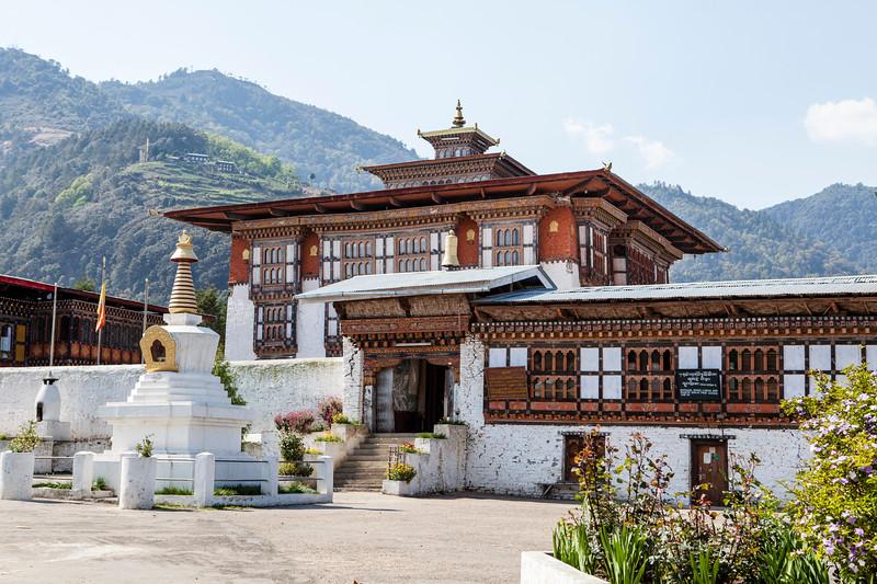 DRAMETSE GOEMBA MONASTERY WITH MONKS SCHOOL. EAST BHUTAN. [5]