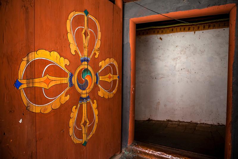 TRONGSA DZONG. RICH DECORATED ENTRANCE GATE. [2]