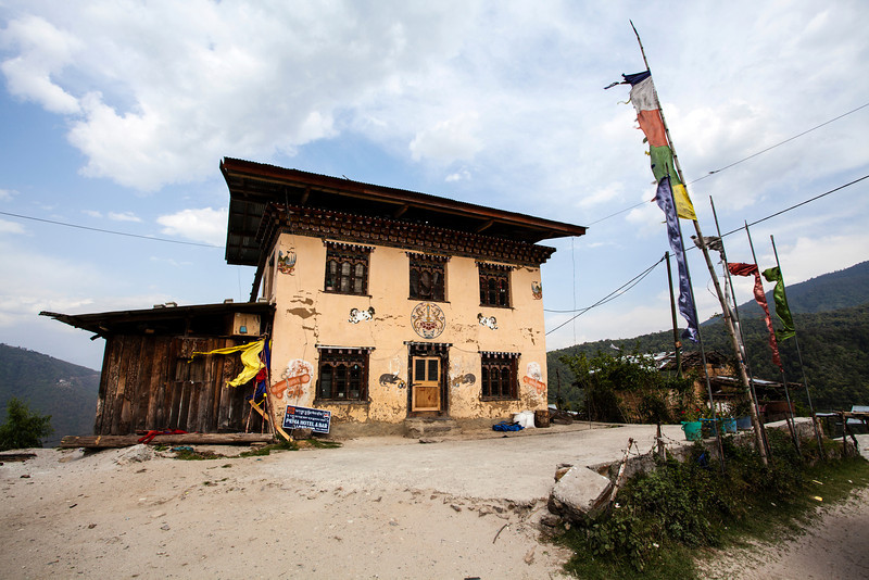 ROAD FROM THIMPHU TO PUNAKHA. WESTERN BHUTAN.