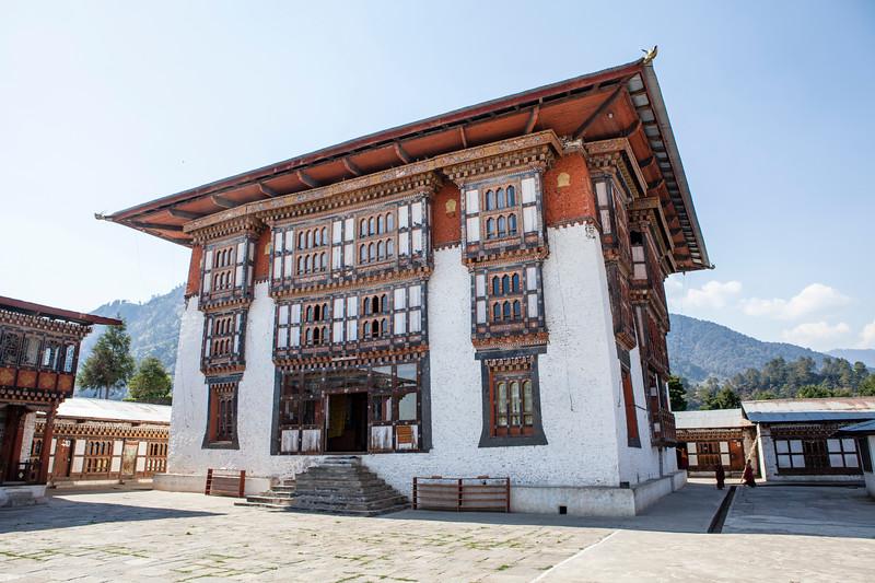 DRAMETSE GOEMBA MONASTERY WITH MONKS SCHOOL. EAST BHUTAN. [4]