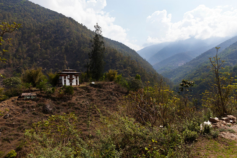 BHUTAN. ROAD FROM PUNAKHA TO BHUMTANG.