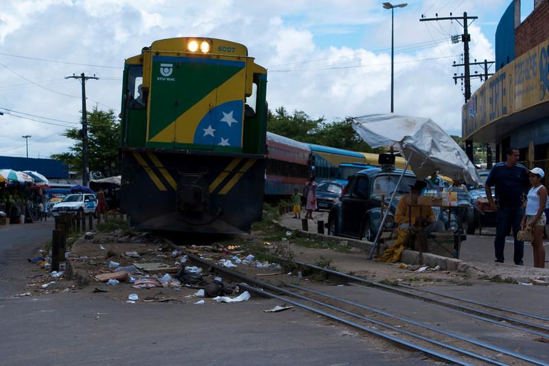 MACEIO. TRAIN GOES THROUGH THE DAILY MARKET. ALAGOAS.