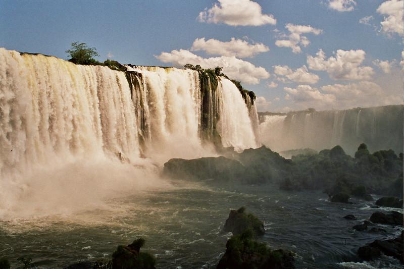 WATERFALLS. FOZ DO IGUACU. LAS CATARATAS DE IGUAZU