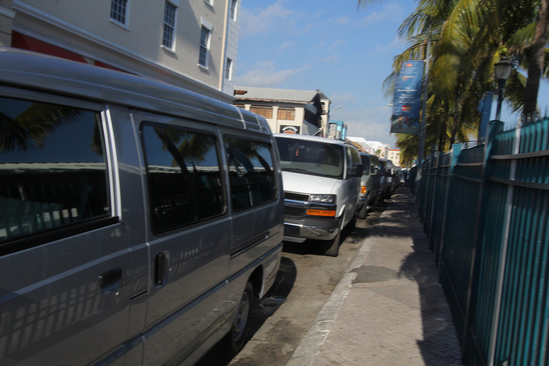 line of Tour Vans in Nassua Bahamas