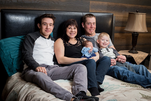 Newborn family photos - Red Deer Alberta