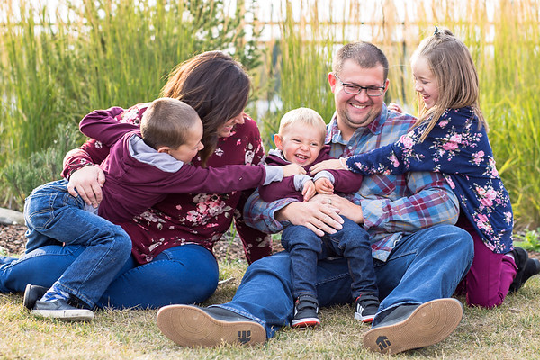Tickles are the best - family photos in Sylvan Lake Alberta