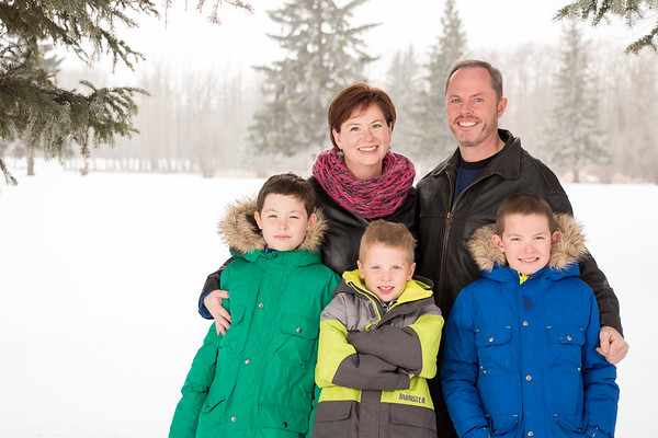 Family Photos on a cold winter day in Sylvan Lake